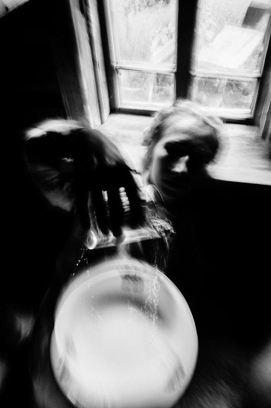Концепт,Черно белое Время как водаphoto preview