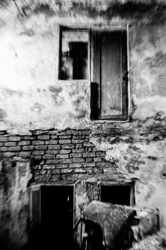 Концепт,Черно белое Все двери открытыphoto preview