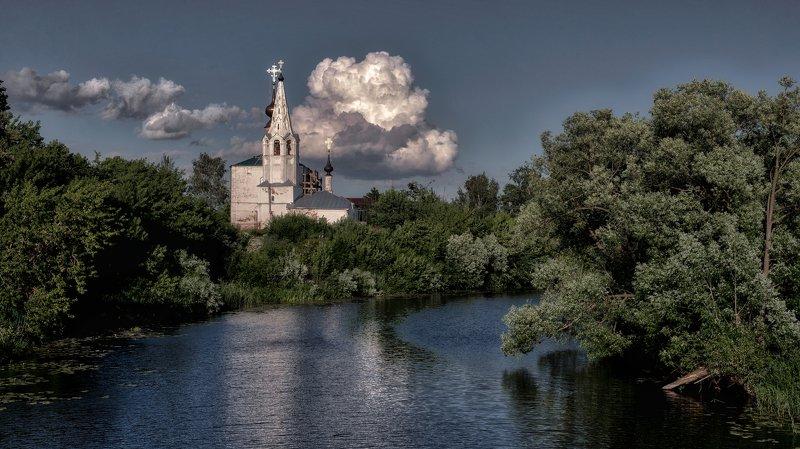 река, храм, облака photo preview