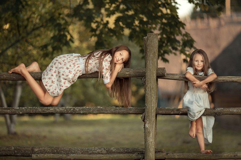 Девочки, лето, каникулы, деревня, отдых, сестры Летоphoto preview