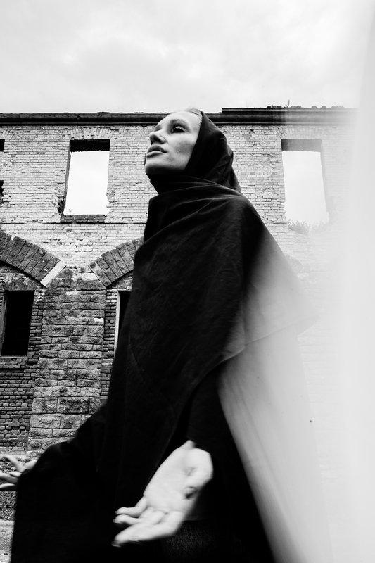 Концепт;Черно белое Спускайся ко мнеphoto preview