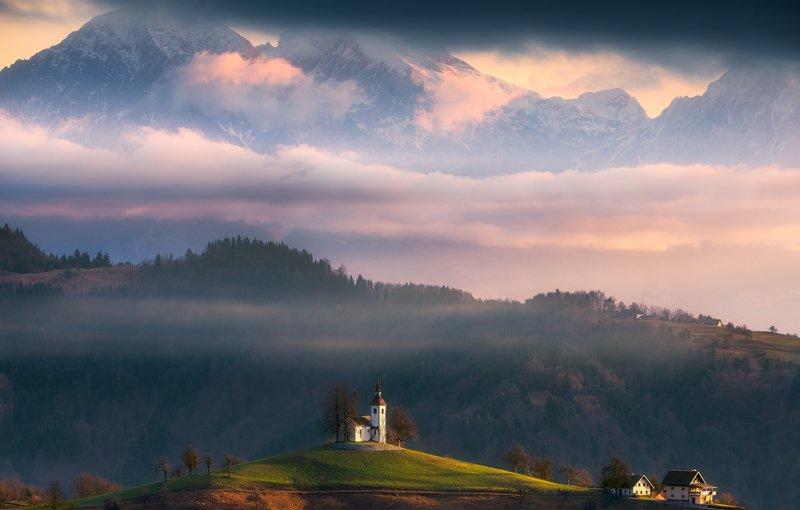 горы, церковь, облака Утро у святого Фомыphoto preview