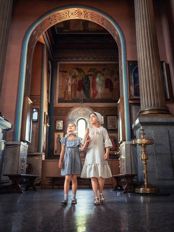 Дети в храмеphoto preview