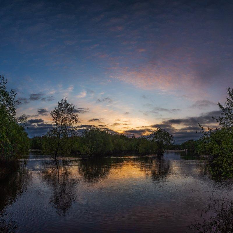 рассвет, утро, ночь, май, весна, тепло, рано, тучи, вода, паводок, разлив, вода, река, вятка, дорога, кусты, лес, солнце, облака Рассветphoto preview