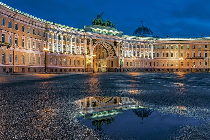 Архитектура, городской пейзаж, город Отражение Дворцовой площадиphoto preview