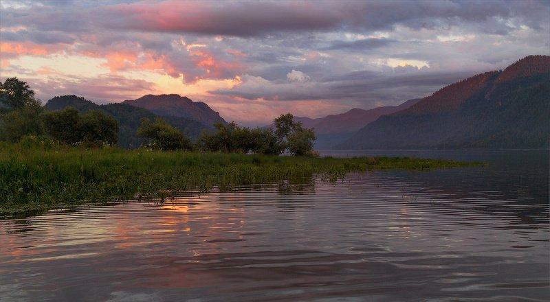 Lake Teletskoye; Озеро Телецкое; Сибирь, Горный Алтай Lake Teletskoyephoto preview