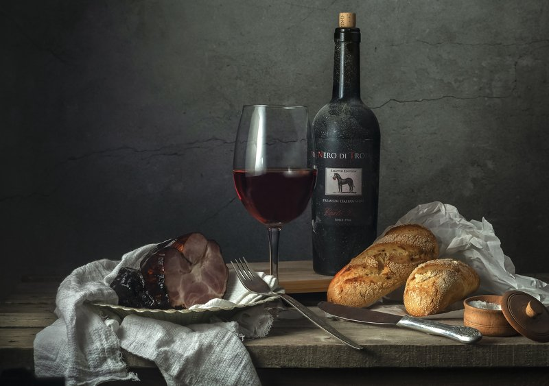 вино, окорок, булка, бокал Вино и Окорокphoto preview