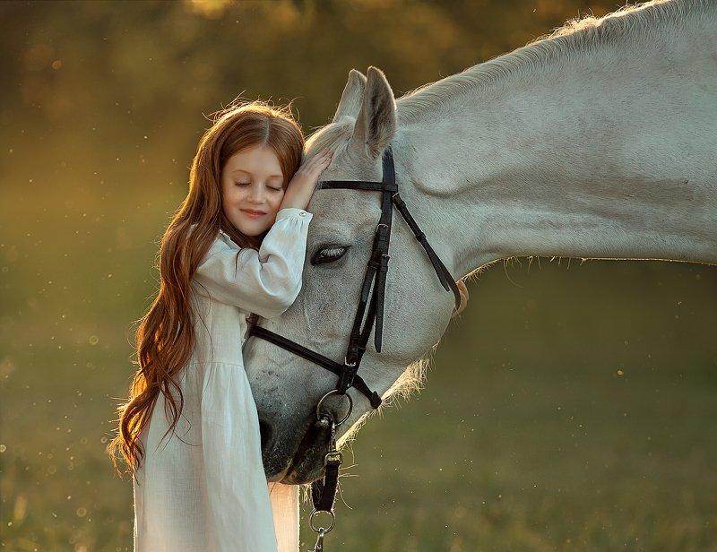 лошадь, девочка, лето, закат, свет, доверие, рыжая нежностьphoto preview