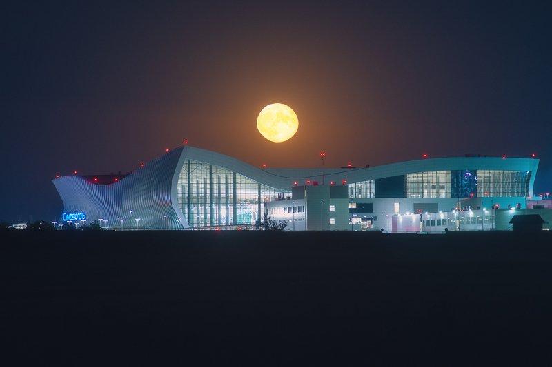 Луна и \