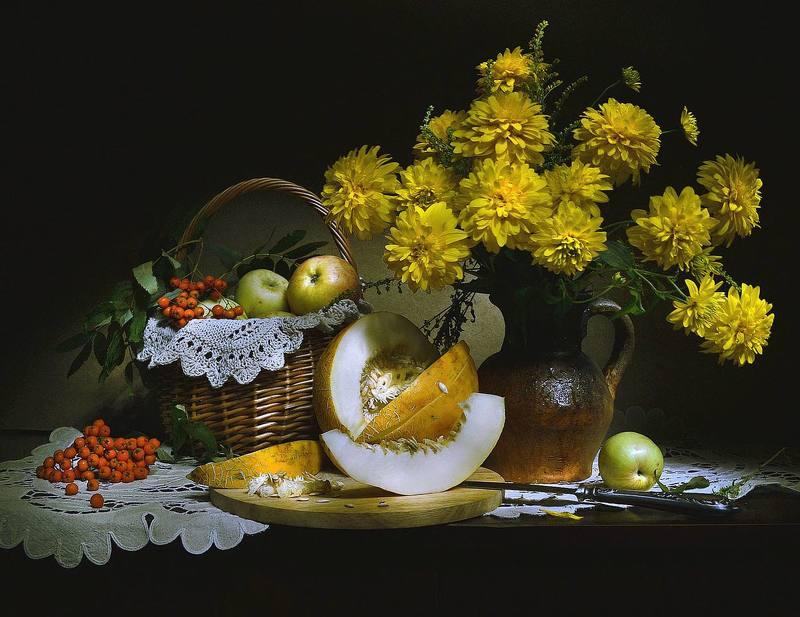 still life,натюрморт, цветы, золотые шары, дыня, август, лето,фото натюрморт, рябина Золотых цветов шары...photo preview