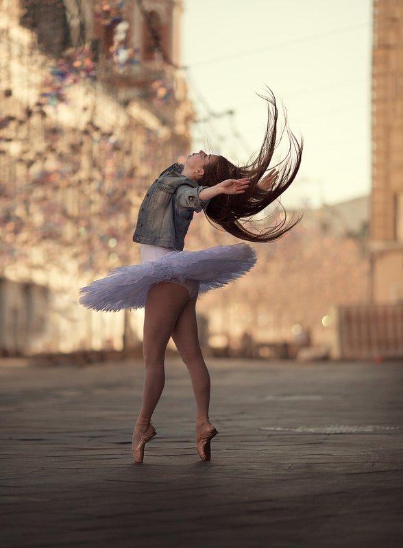 Балерина, утро, Москва, танец, волосы, грация, вдохновение Полет волосphoto preview