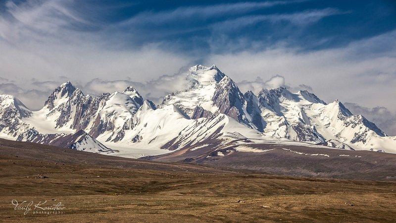кыргызстан, долина реки аксай, хребет западный кокшаал-тоо, пик кызыл-аскер 5842photo preview