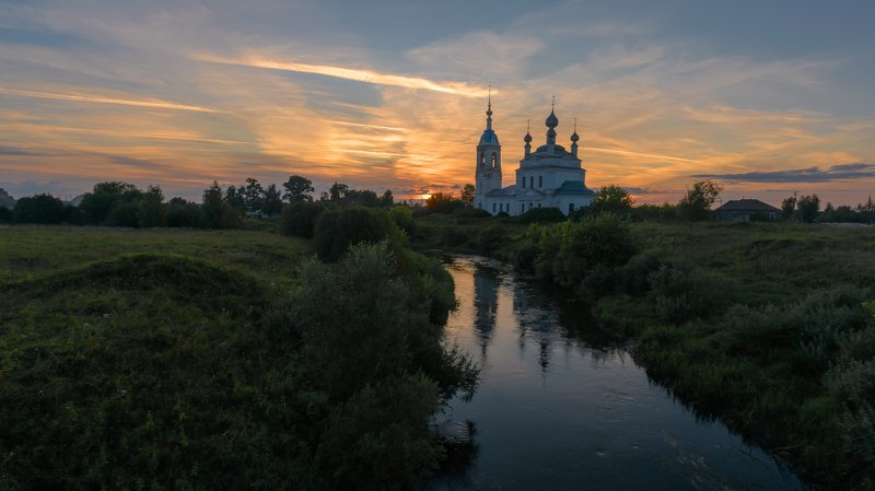 река, устье, берега, церковь, облака, закат, храм, савинское Река Устье на закатеphoto preview