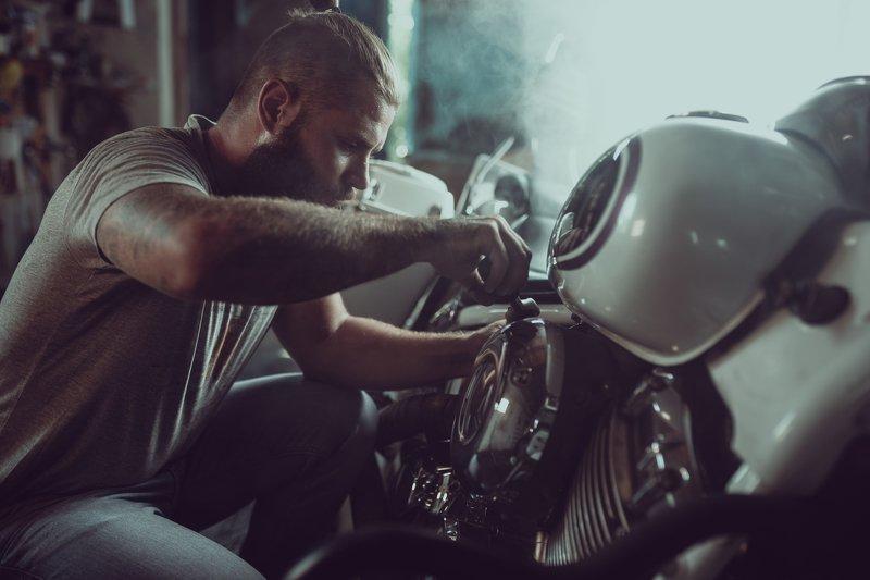 мотоцикл чоппер байк байкер ремонт сварка white horsephoto preview