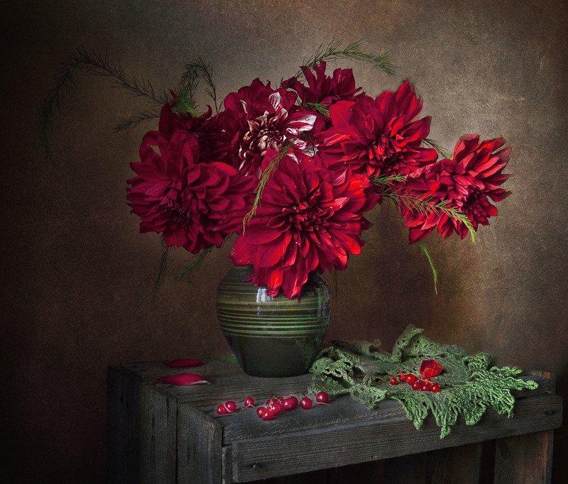 still life,натюрморт, цветы,  георгины,красная смородина, август, лето,фото натюрморт, Примеряло лето августа наряд ...photo preview