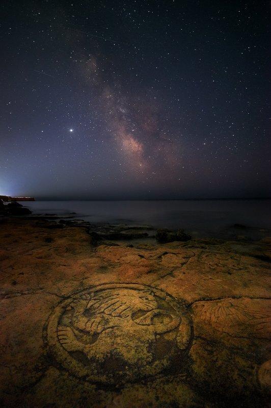 звезное небо, казачья бухта, млечный путь, мыс херсонес, ночная фотография, ночное небо, ночное фото, вселенная, галактика, звезды, космос, крым, ночь, севастополь Загадка мыса Херсонесphoto preview