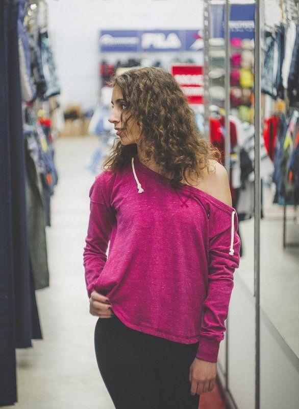 Девушка в спортмастере.photo preview