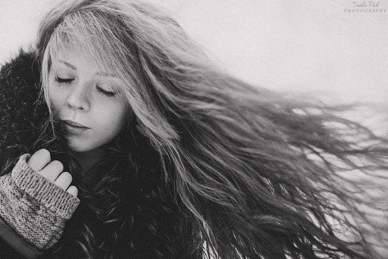 ветер в волосахphoto preview