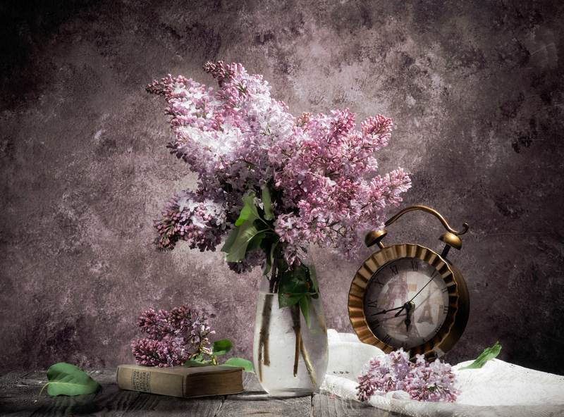 сирень,часы,книга Сиреневый натюрмортphoto preview