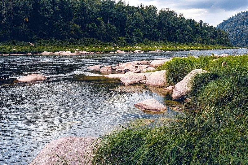 река, мрас-су, хомутовские, пороги, камни, скалы, тайга, лес, природа, небо Нижняя граница Хомутовских порогов на реке Мрас-Суphoto preview