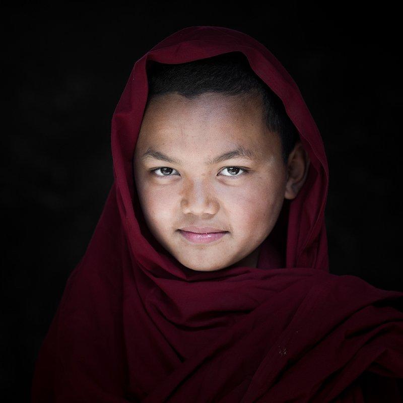 Портрет молодого монаха. Северная Индияphoto preview
