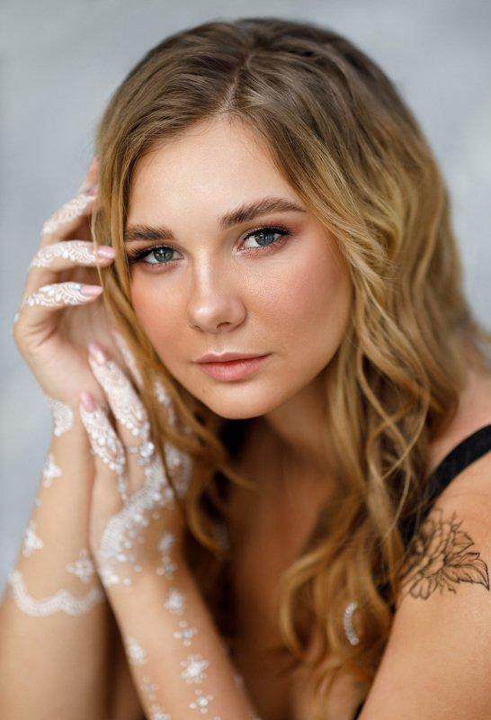девушка портрет естественный свет мехенди Nataliaphoto preview