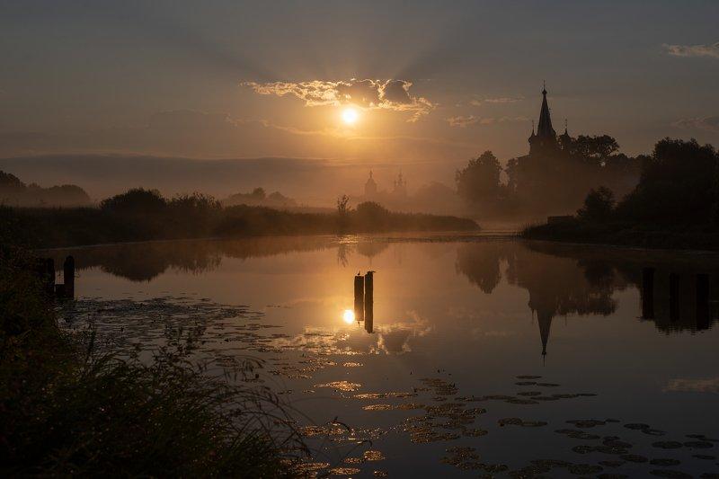 река, теза, туман,марево, мост, разваоины,монастырь, церковь,храм, рассвет Теза в туманном маревеphoto preview