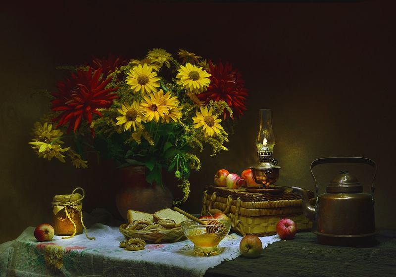 still life,натюрморт, цветы, медовый спас, праздник, мёд, август, лето,фото натюрморт,яблоки С Медовым Спасом!photo preview