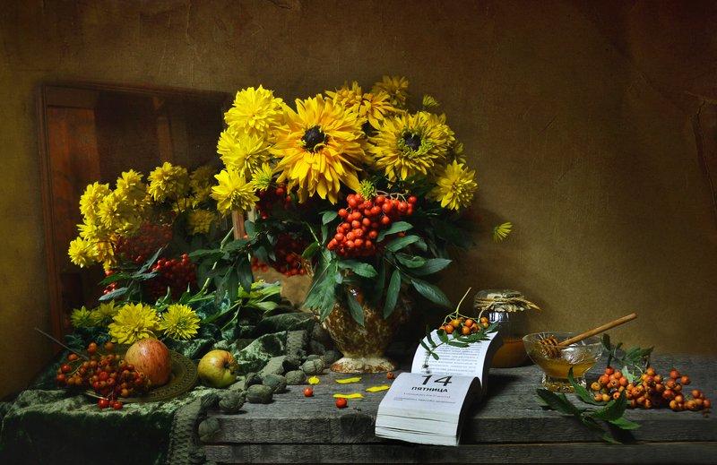 still life,натюрморт, цветы, медовый спас, праздник, мёд, август, лето,фото натюрморт,яблоки, рябина, зеркало, отражение, календарь ...и истина дышала между строк...photo preview