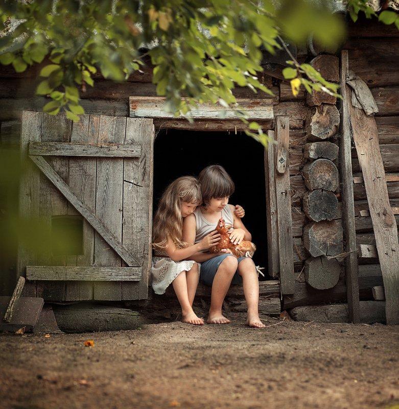 курятник, деревня, мальчик, девочка, курица, дети, каникулы, отдых Любовь и курыphoto preview