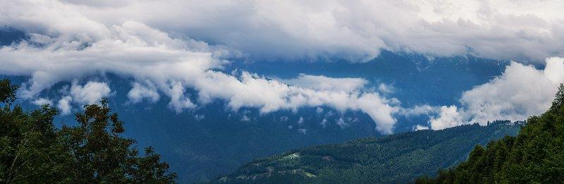 В горах и облакахphoto preview