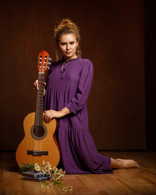 девушка взгляд портрет студия гитара Elizabethphoto preview