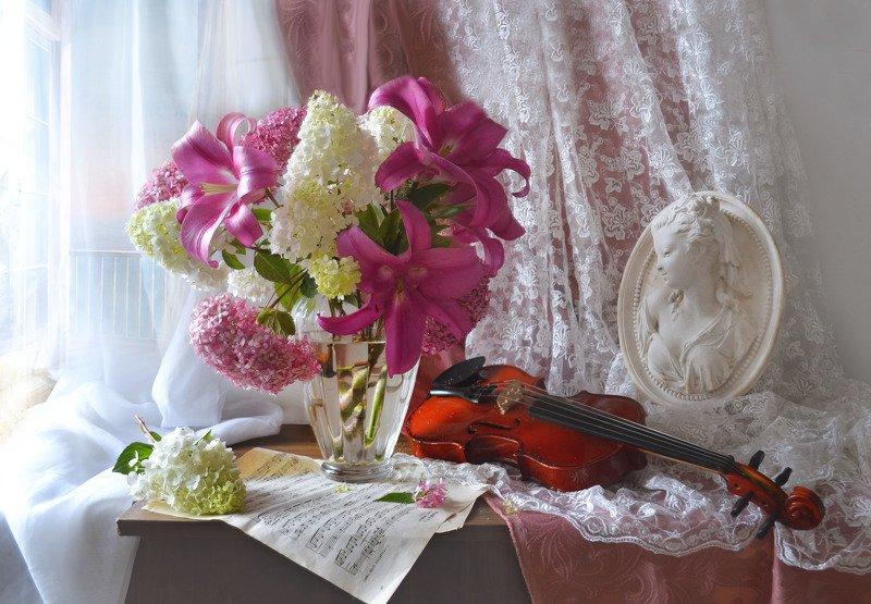 still life,натюрморт, цветы, август, лето, лилии, гортензия, скрипка, барельеф, ноты Летит душа в гармонии созвучий...photo preview