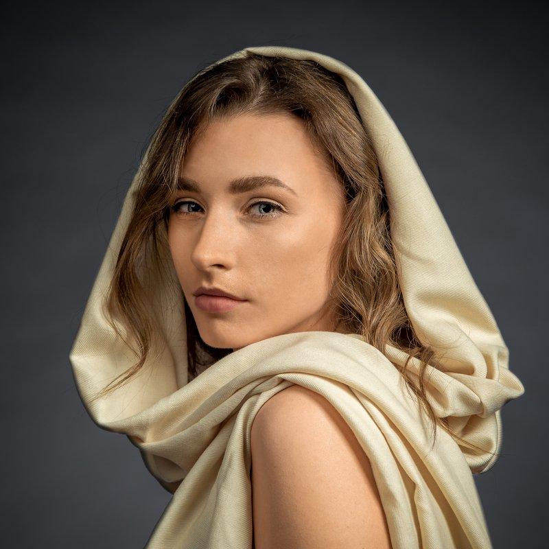 женский портрет,студийный портрет Екатеринаphoto preview