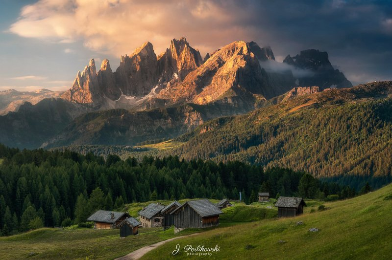 dolomites, dolomiti, mountains, itally, sunset, clours, contrast, summer, mountainscape, village, hutte, hut, Dolomitesphoto preview