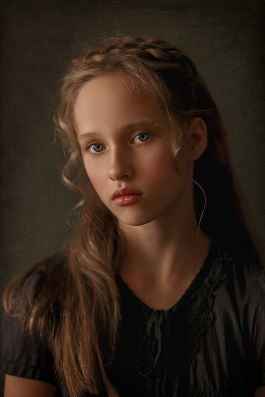 Девочка, портрет, низкий ключ Соняphoto preview