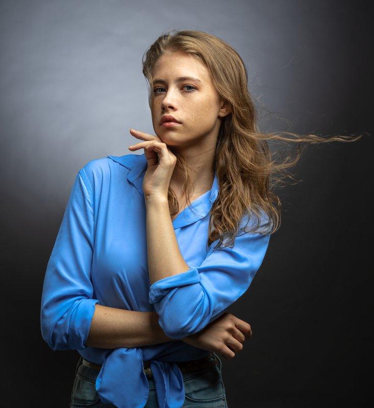 женский портрет,студийный портрет Далияphoto preview