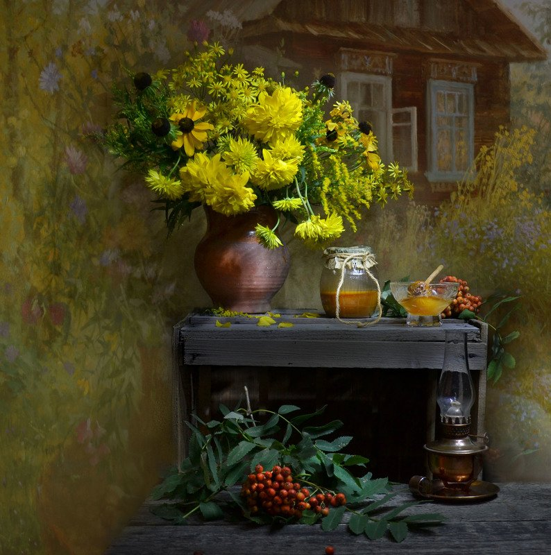 still life,натюрморт,золотые шары,  цветы, фото натюрморт, рябина,  лето,   август,керосиновая лампа, керамика, мёд, настроение Забытых дней...photo preview