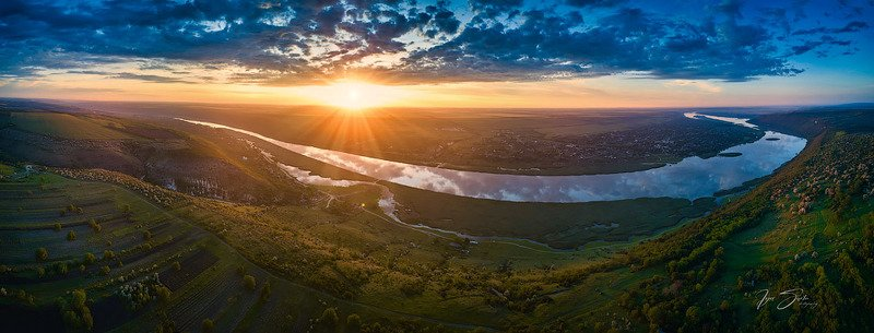 Magestic  sunrise over Dniester river. Moldovaphoto preview