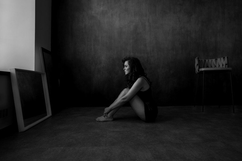 Женский портрет, драматический портрет  photo preview