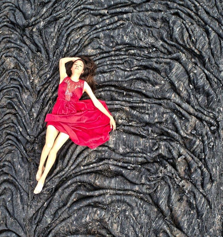 лава, платье, девушка, вулкан, толбачик, камчатка Мотылекphoto preview