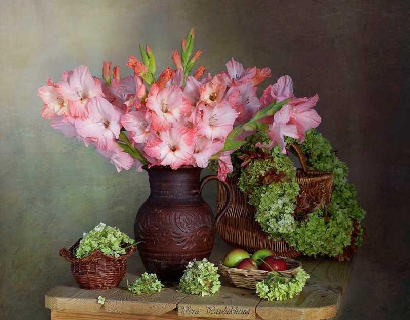 натюрморт,гладиолусы,цветы,лето,вера павлухина, С гладиолусамиphoto preview