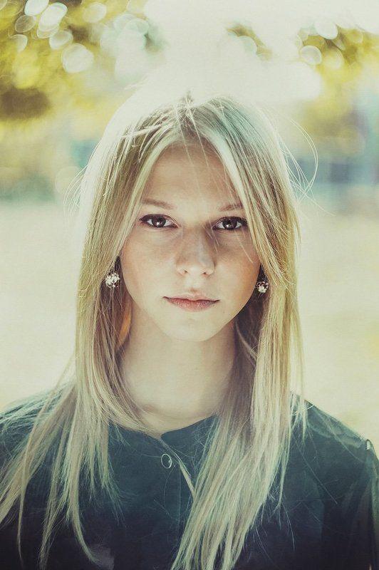 блондинка, девушка, блик в глазах Ольгаphoto preview