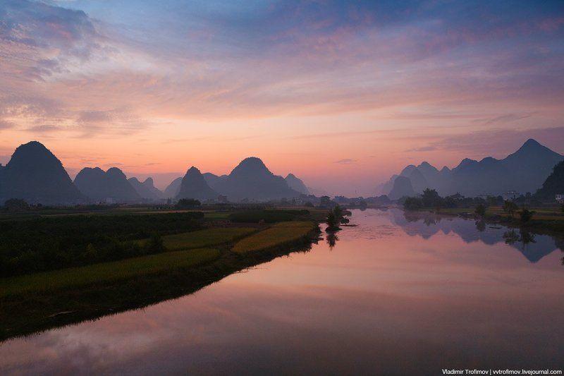 На реке Юлонгphoto preview