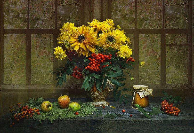 still life, натюрморт, золотые шары, цветы, фото натюрморт, золотые шары, рябина, яблоки, мёд, Засентябрило за окном...photo preview