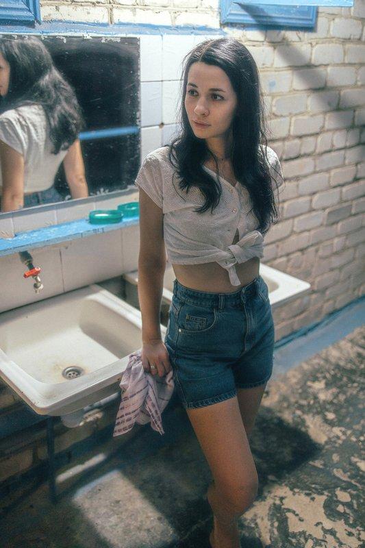 девушка, портрет, ссср, ussr, умывальник, душ, ретро Назад в СССРphoto preview