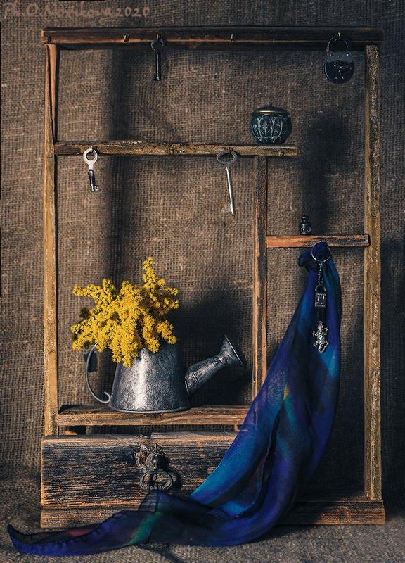 лейка,ключи,замок,цветы,платок,полка ***photo preview