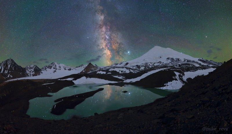 ночь эльбрус ночной пейзаж астрофотография звезды созвездия Спящий великан Эльбрусphoto preview