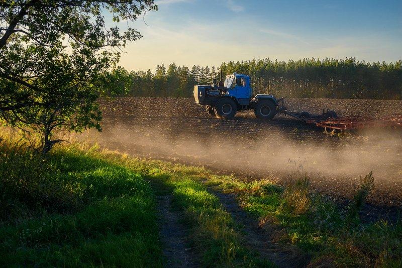сентябрь, поля Полевые работы...photo preview