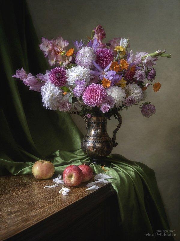 натюрморт, сентябрь, садовые цветы, букет, винтажный, художественное фото Букет из осенних садовых цветовphoto preview